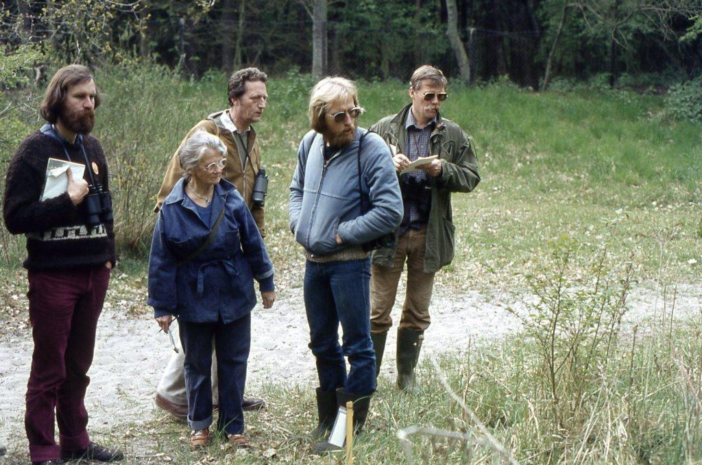 JvD mei 1982 weekend Oostvoorne vlnr Tim Boyenk,Annie v't Oever,Wim Meyers,Rene Heethuis, Benno Heethuis(2)