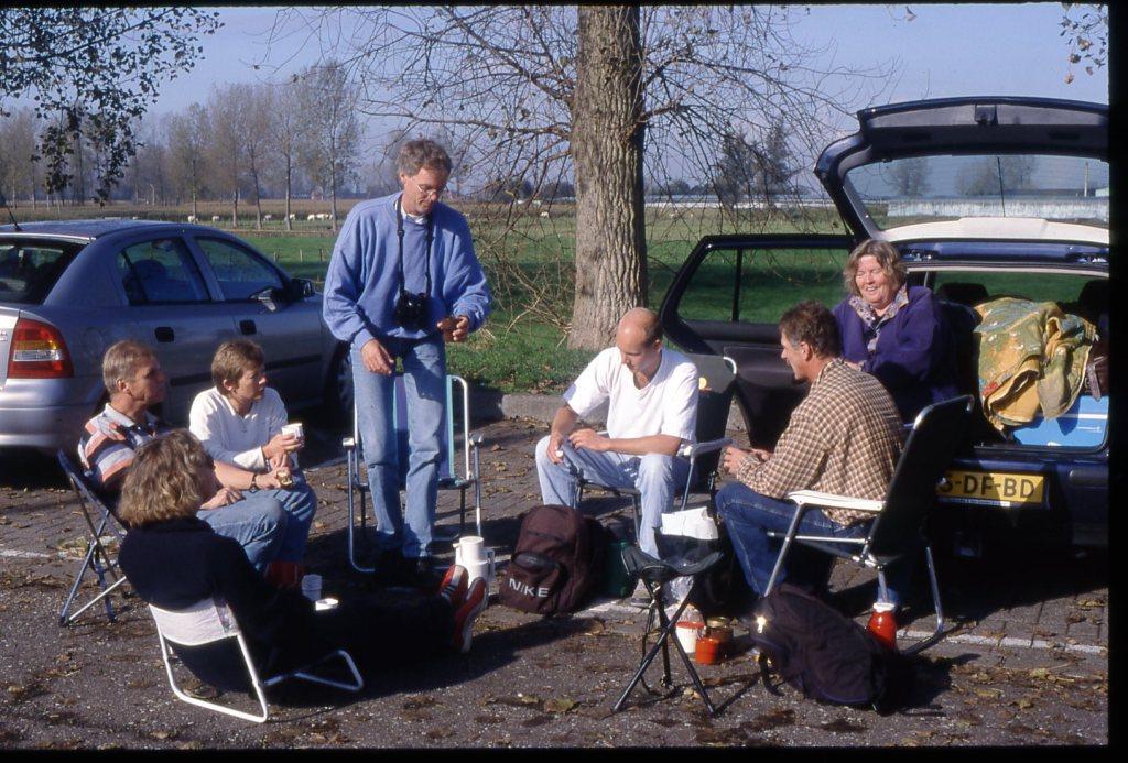 JvD sept 2001 koffiestop Antwerpen op weg naar Cap Gris Nez vlnr Piet van Dijk,Annelies Marijnis,Ineke van Dijk,Hein Verkade,Robert Sluijs,Rien Sluijs,Coby van Dijk(2)